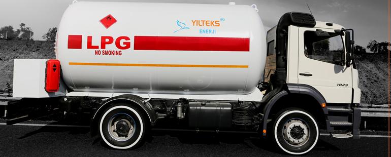 شاحنة الغاز المسال فوقها صهريج